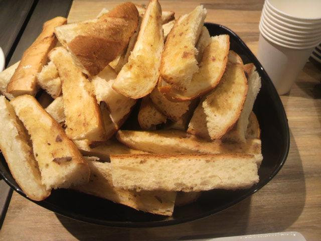 アンチョピバターとパン