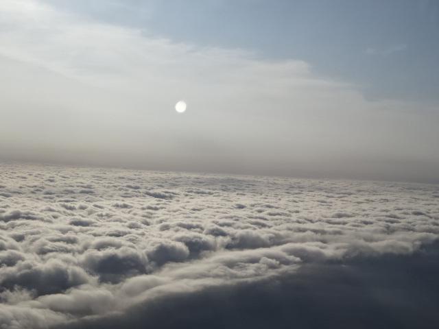 空の上の月