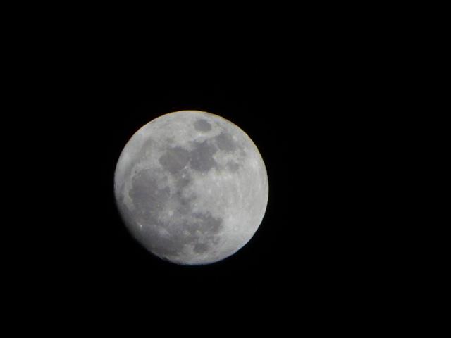 もう少しで、満月の月