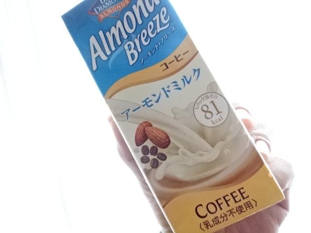 Almond Breeze アーモンドミルク コーヒー味。