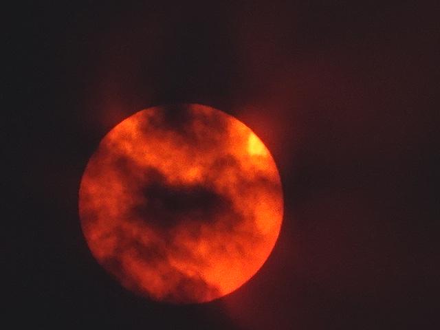 夕焼けの真っ赤な太陽は、目玉焼きにしかみえない。【今日の一枚】