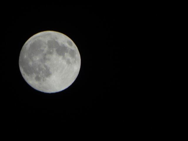 7月9日は山羊座の満月(13:07) 今日の月も丸いけど。