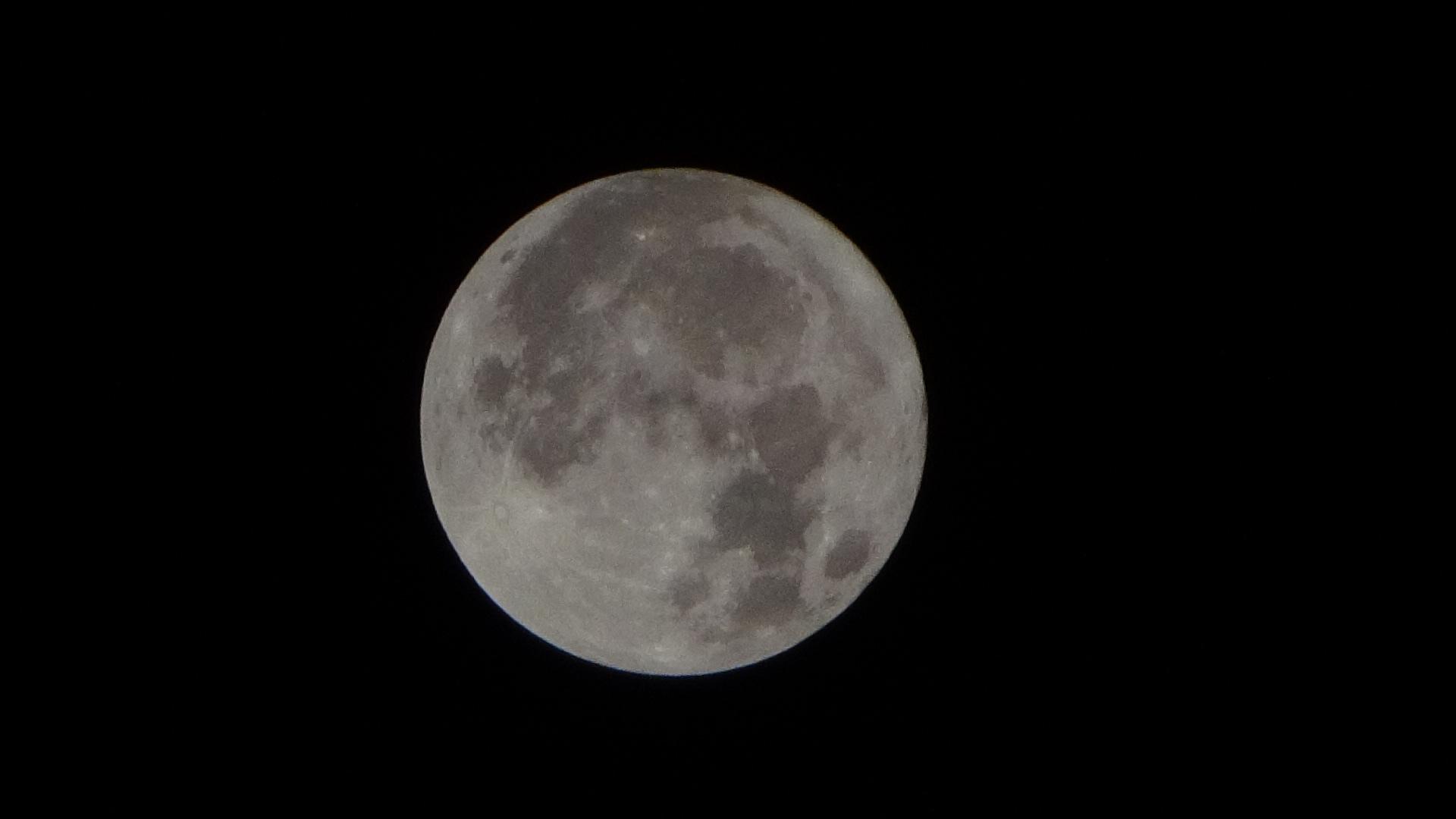 今日の満月(0:47) 本当にきれい