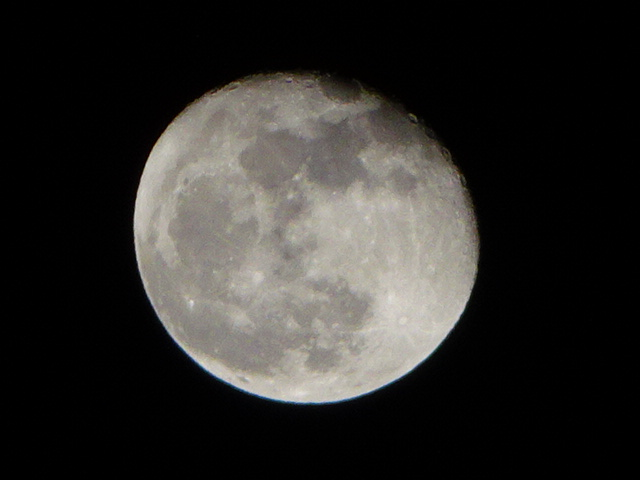 真夜中の月