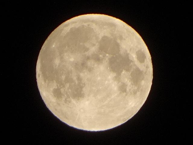 今日(3月31日)はてんびん座の満月(21:37)