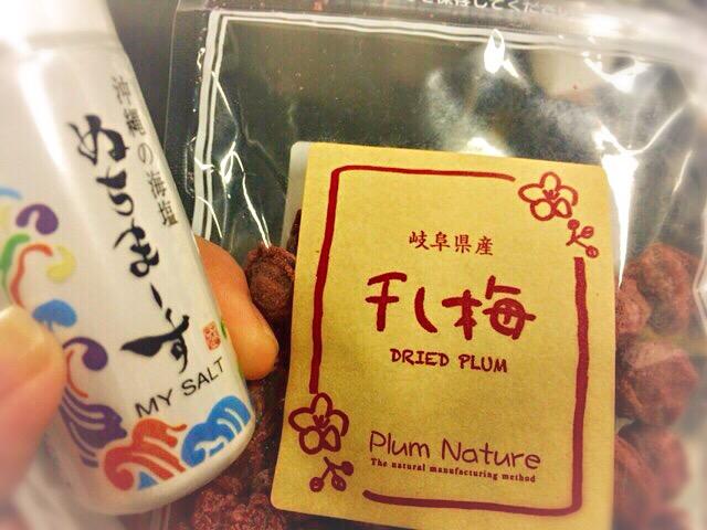 ぬちまーす マイソルトと、干し梅。東京駅構内でみつけました。