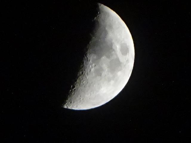今日の月 満月に向かう月