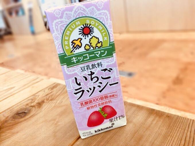 豆乳 いちごーラッシー 酸っぱいのは乳酸菌100億個のせいなのかも。