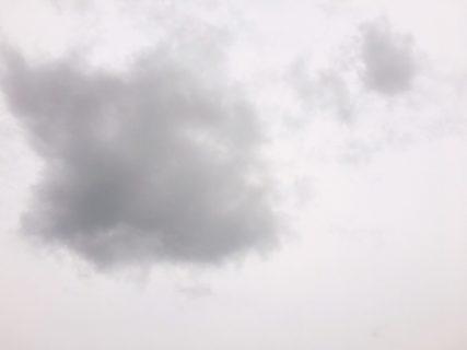 今日の空を記しておこう。2019Mar10 雲の輪郭があいまい。
