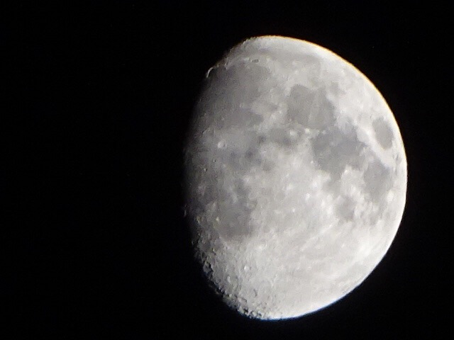 今日の月、煌々と輝いてるよ【今日の月】