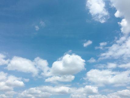 今日の空を記しておこう。汗だくの日。2020Aug02