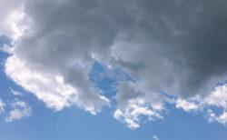 今日の空を記しておこう。2021May02 突然の雹(ヒョウ)に驚く。