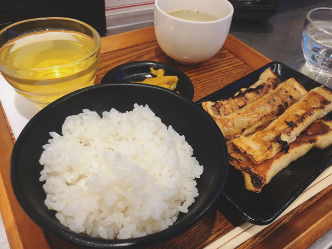 今日のチャレンジ:お初の台湾餃子定食 棒状の焼き餃子食べやすい
